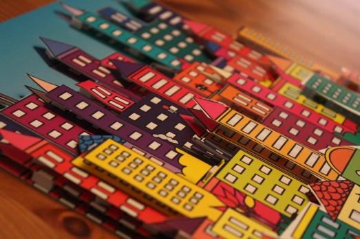 sentosphere-tableau-3D-activité-enfant-immeuble-city-ville-collage-couleur-découpage-ciseau-résultat-création