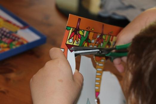 sentosphere-tableau-3D-activité-enfant-immeuble-city-ville-collage-couleur-découpage-ciseau
