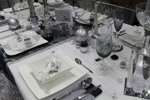 zodio-bordeaux-bègles-décoration-magasin-maison-table-noel-argent-vaisselle