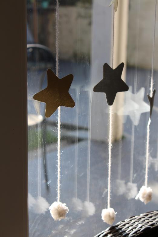 DIY-étoiles-guirlande-noël-enfant-bordeaux-doré-paillettes-déco3