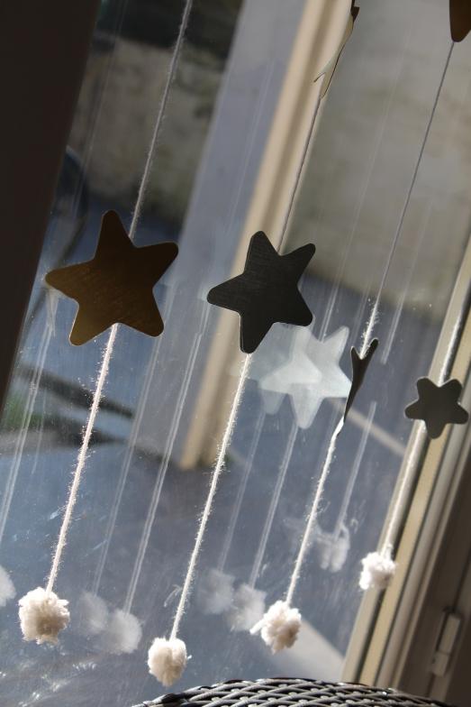 DIY-étoiles-guirlande-noël-enfant-bordeaux-doré-paillettes-déco4