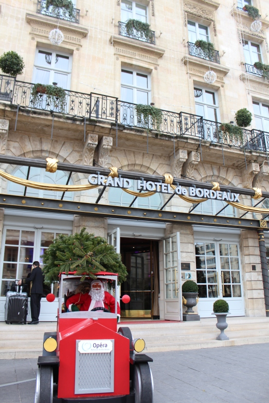 facade-entrée-grand-hotel-de-bordeaux-gouter-de-noel-brunch-enfant