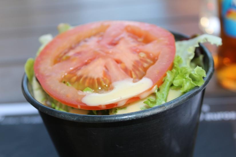french-burgers-hamburger-maison-quai-des-marques-la-belle-excuse-devanture-enseigne-logo-salade-tomate