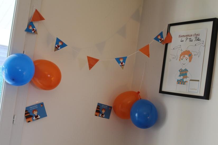 kim-box-diy-deco-jeux-animations-gateau-guirlande-boisson-cocktail-thème-marco-polo-paille-gouter-anniversaire-affiche-carte-invitation-ballons-orange-bleu-photobooth-stand