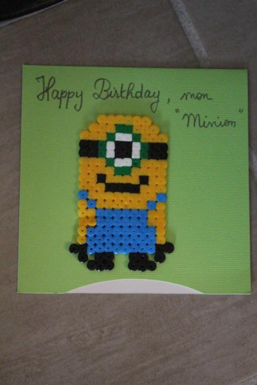 happy-birthday-minion-carte-anniversaire-moi-moche-et-méchant-gru-perle-hama-détail-repasser