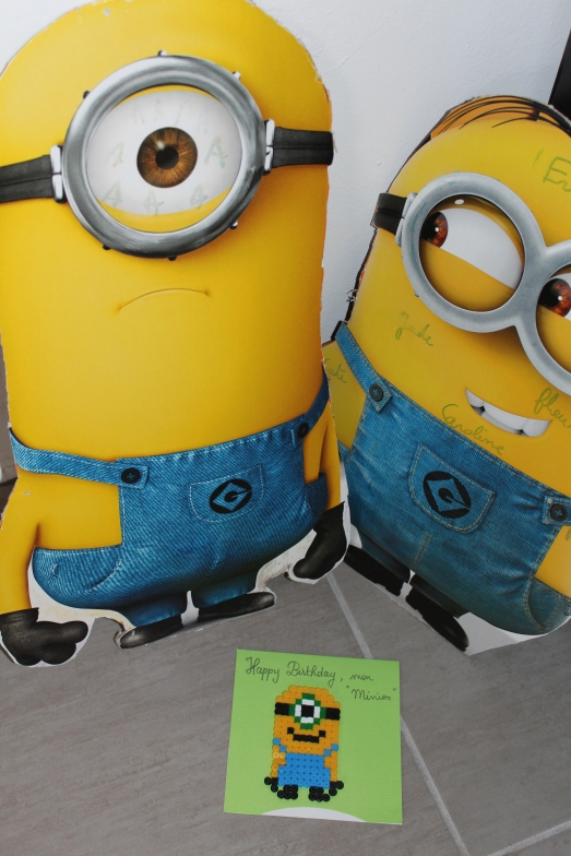 happy-birthday-minion-carte-anniversaire-moi-moche-et-méchant-gru-perle-hama