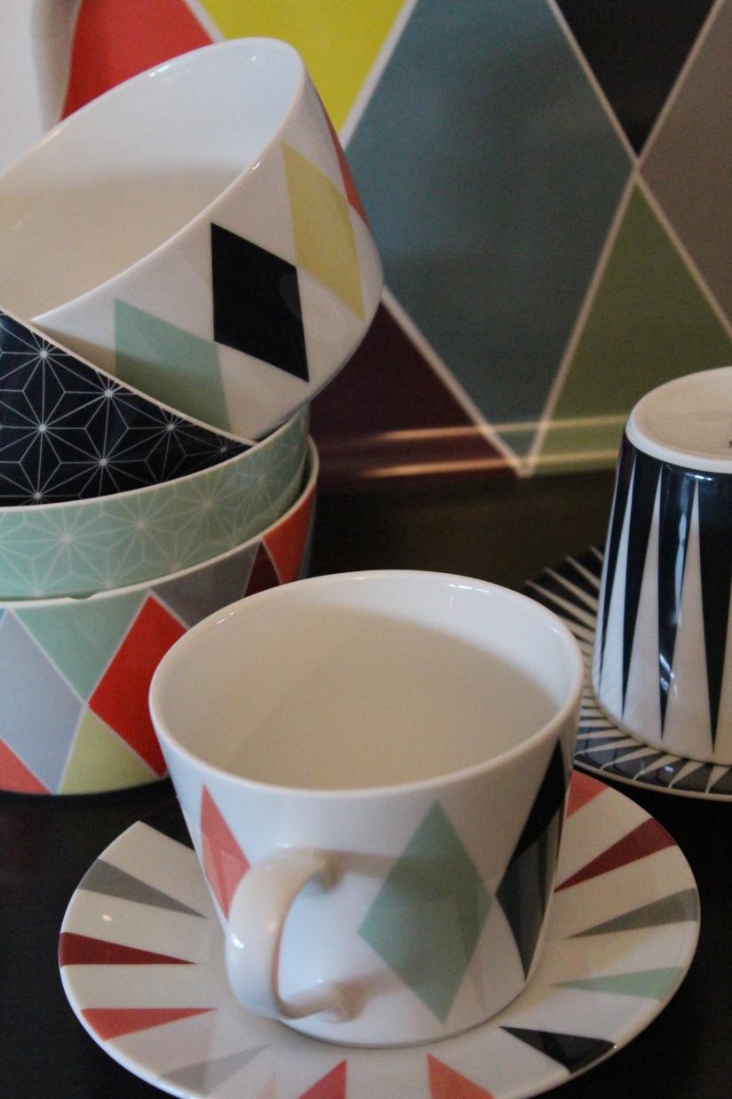 ikea-brakig-collection-capsule-edition-limitée-vaisselle-bordeaux-plateau-tasse-bol-losange-pastel-couleur