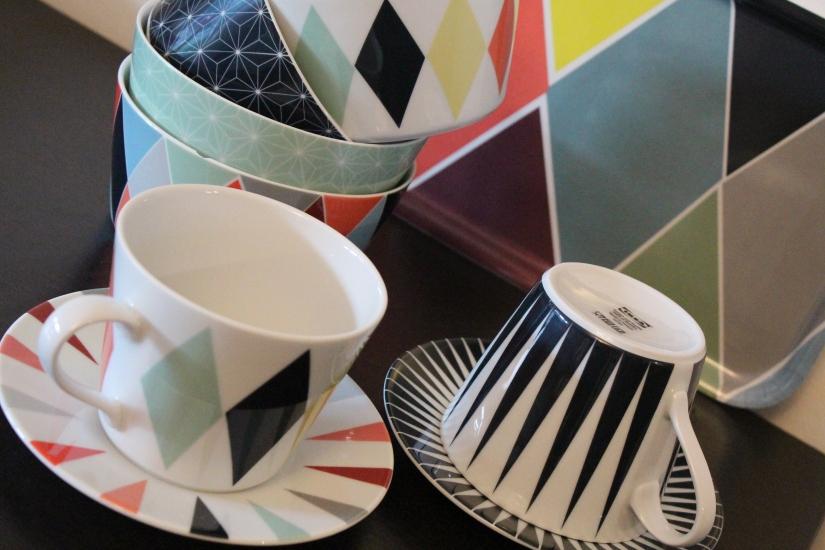 ikea-brakig-collection-capsule-edition-limitée-vaisselle-bordeaux-plateau-tasse-bol-losange