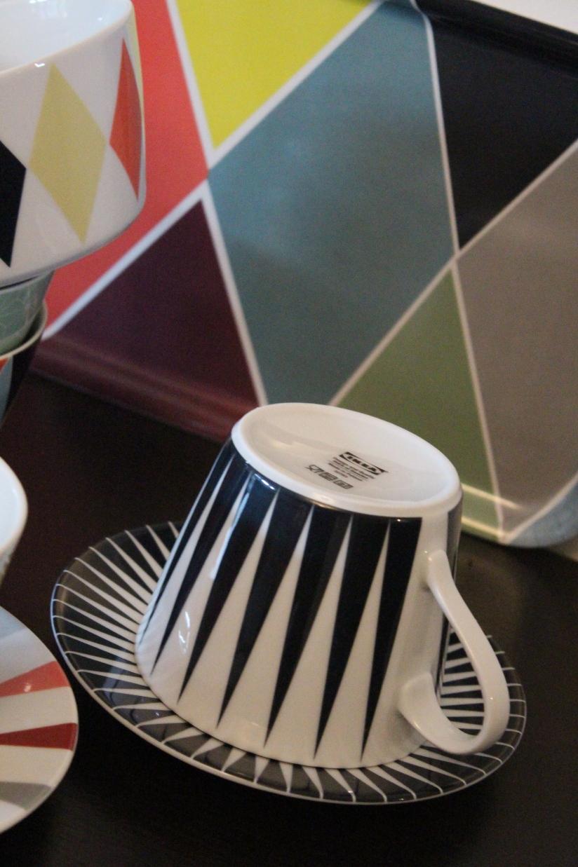 ikea-brakig-collection-capsule-edition-limitée-vaisselle-bordeaux-plateau-tasse-bol