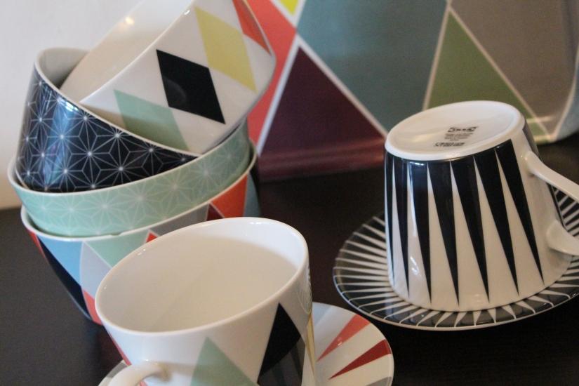 ikea-brakig-collection-capsule-edition-limitée-vaisselle-bordeaux-plateau-tasses-bols