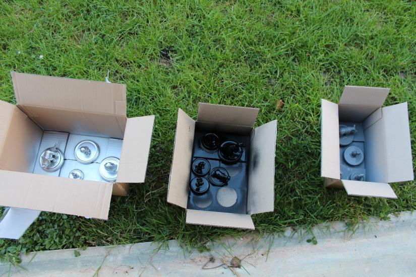 bocal-bocaux-verre-couvercle-DIY-colle-figurine-peinture-bombe-carton-couleur-argent-recycler-ecolo-déchet