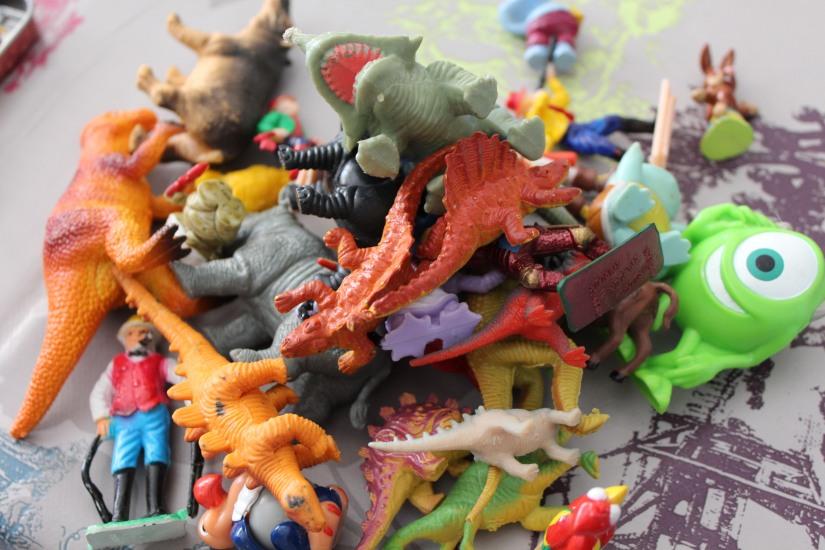 bocal-bocaux-verre-couvercle-DIY-colle-figurine-peinture-bombe-dinosaure-disney-mcdo-jouet