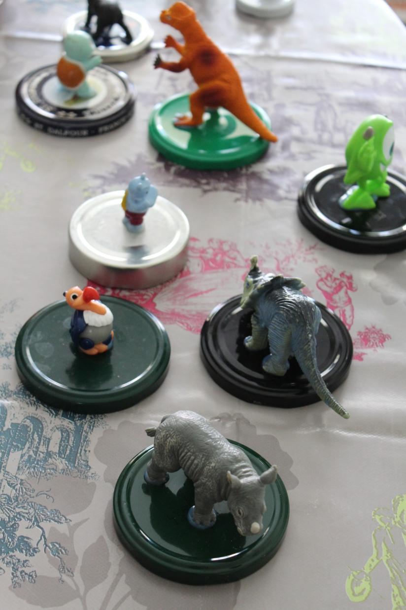 bocal-bocaux-verre-couvercle-DIY-colle-figurine-peinture-bombe-résultat-pistolet-couleur