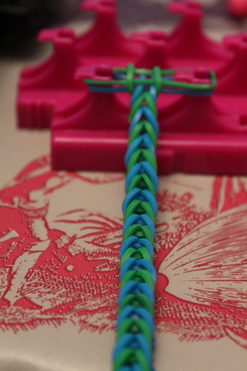 crazloom-bracelet-elastique-métier-tisser-fille-girl-fabriquer-jeu-jouet-cadeau-crzay-fish-débutant-noeud-brésilien