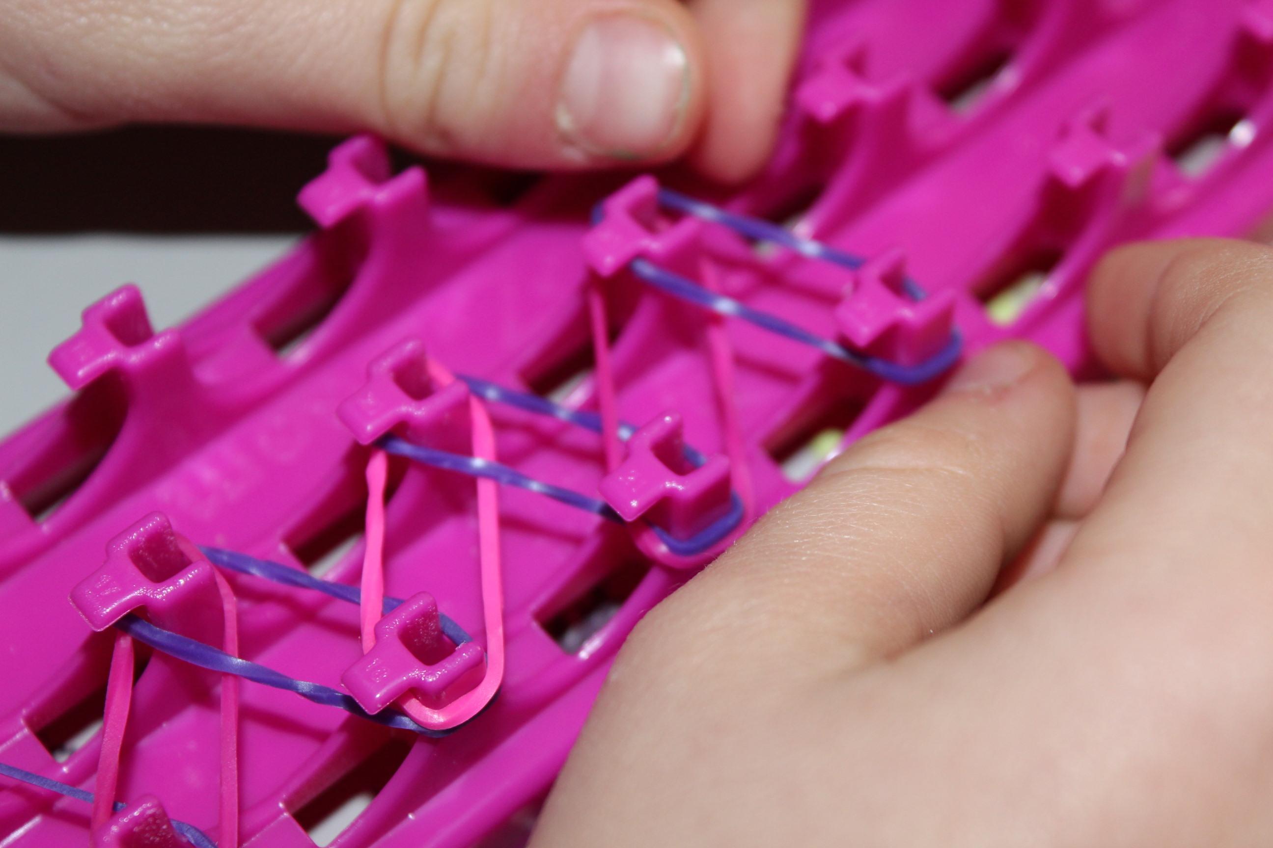 Célèbre Cra-Z-loom : les bracelets élastiques à fabriquer soi-même ! Une  TS56