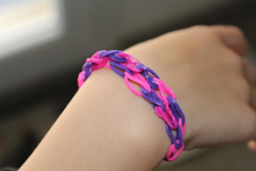 crazloom-bracelet-elastique-métier-tisser-fille-girl-fabriquer-jeu-jouet-cadeau-modèle-rose-violet