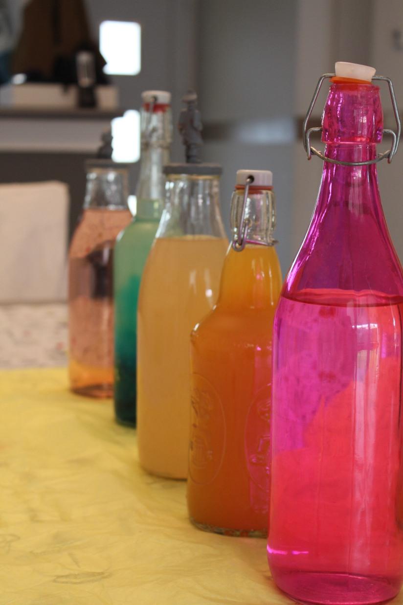 cupcake-rainbow-couleur-arc-en-ciel-gâteau-goûter-anniversaire-birthday-bonbon-bouteille-jus-eau-shtroumpf
