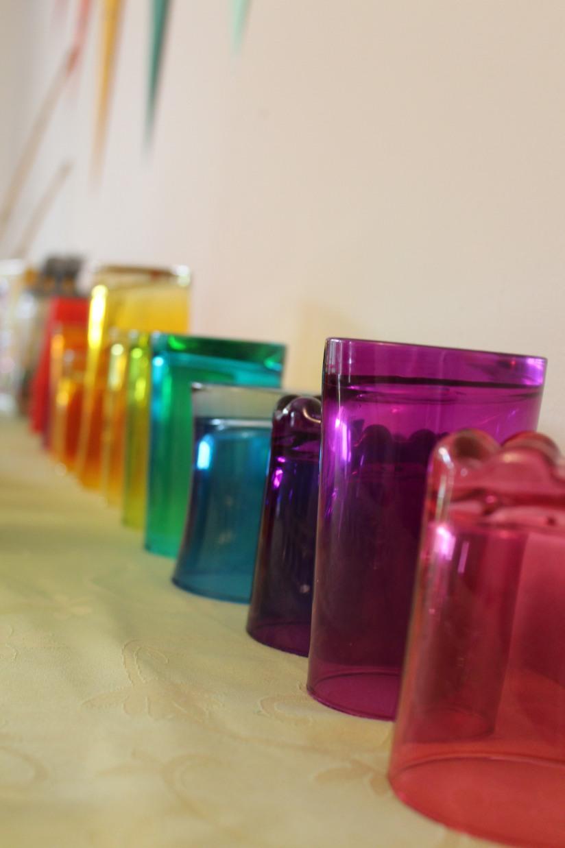 cupcake-rainbow-couleur-arc-en-ciel-gâteau-goûter-anniversaire-birthday-bonbon-verre-couleur-taille-différent-boire-boisson-jus