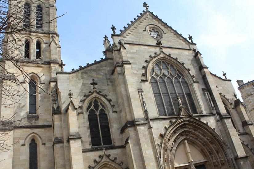 equipe-qui-veut-pister-bordeaux-enquete-balade-enigme-ville-visite-originale-cathedrale