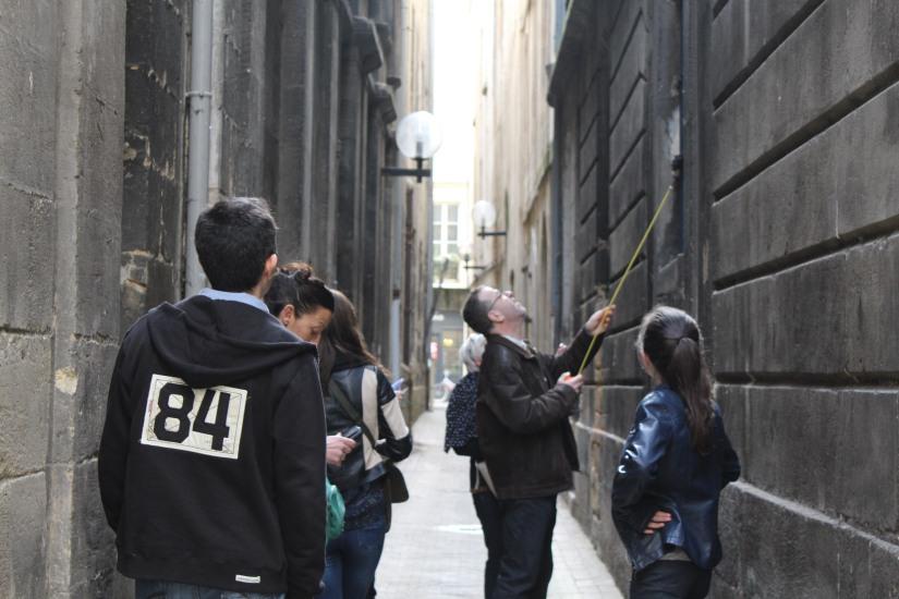 equipe-qui-veut-pister-bordeaux-enquete-balade-enigme-ville-visite-originale-mesure