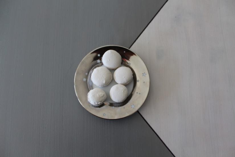 idee-cadeau-maman-fete-des-meres-caneles-gateaux-madeleine-macaron-platre-ceramique-parfum-ambiance-interieur-deco-diy-4