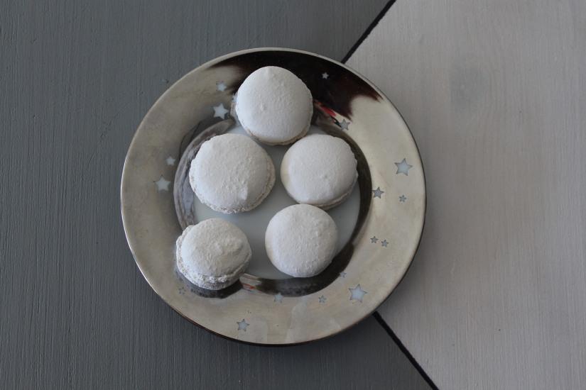 idee-cadeau-maman-fete-des-meres-caneles-gateaux-madeleine-macaron-platre-ceramique-parfum-ambiance-interieur-deco-diy-5