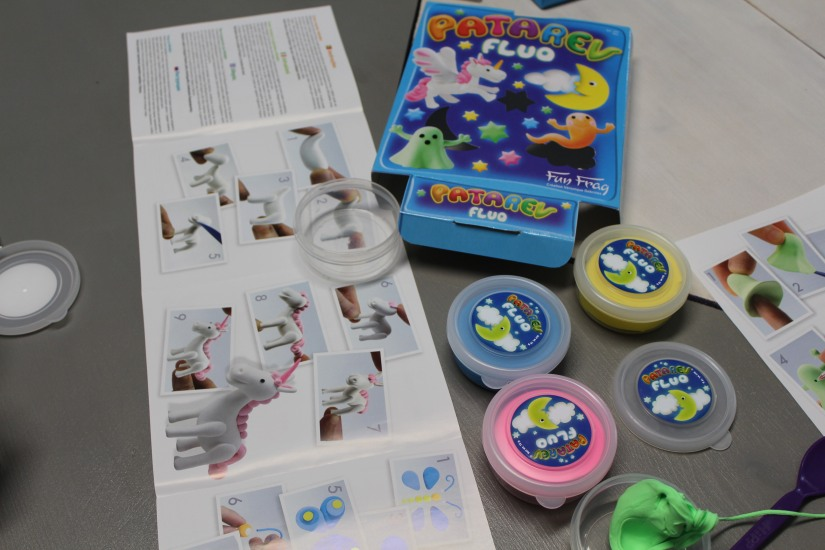 patarev-fluo-licorne-fantome-couleur-lumineux-brillant-phosphorescent-contenu-kit-pate-modeler