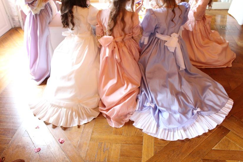 plume-et-caramel-gouter-anniversaire-enfant-haut-de-gamme-luxe-marie-antoinette-grand-hotel-evenementiel-bordeaux-ambiance-robe-costume-deguisement
