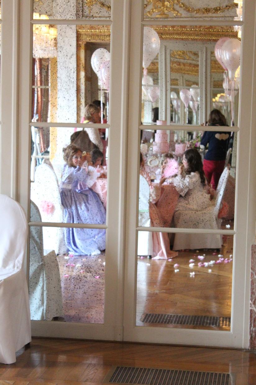 plume-et-caramel-gouter-anniversaire-enfant-haut-de-gamme-luxe-marie-antoinette-grand-hotel-evenementiel-bordeaux-miroir