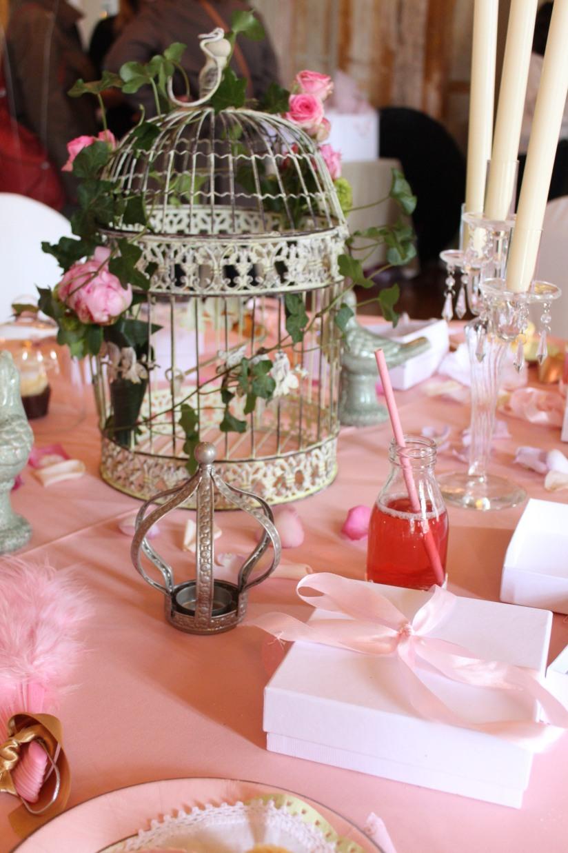 plume-et-caramel-gouter-anniversaire-enfant-haut-de-gamme-luxe-marie-antoinette-grand-hotel-evenementiel-bordeaux-sweet-table-cage-rose
