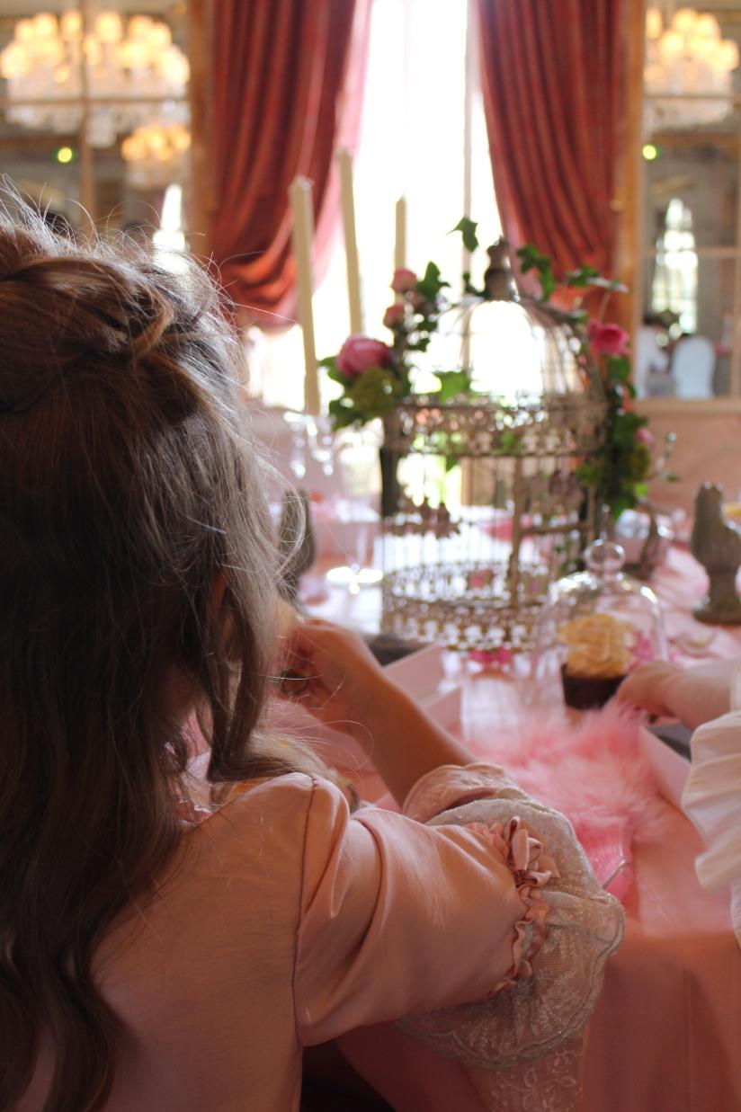 plume-et-caramel-gouter-anniversaire-enfant-haut-de-gamme-luxe-marie-antoinette-grand-hotel-evenementiel-bordeaux