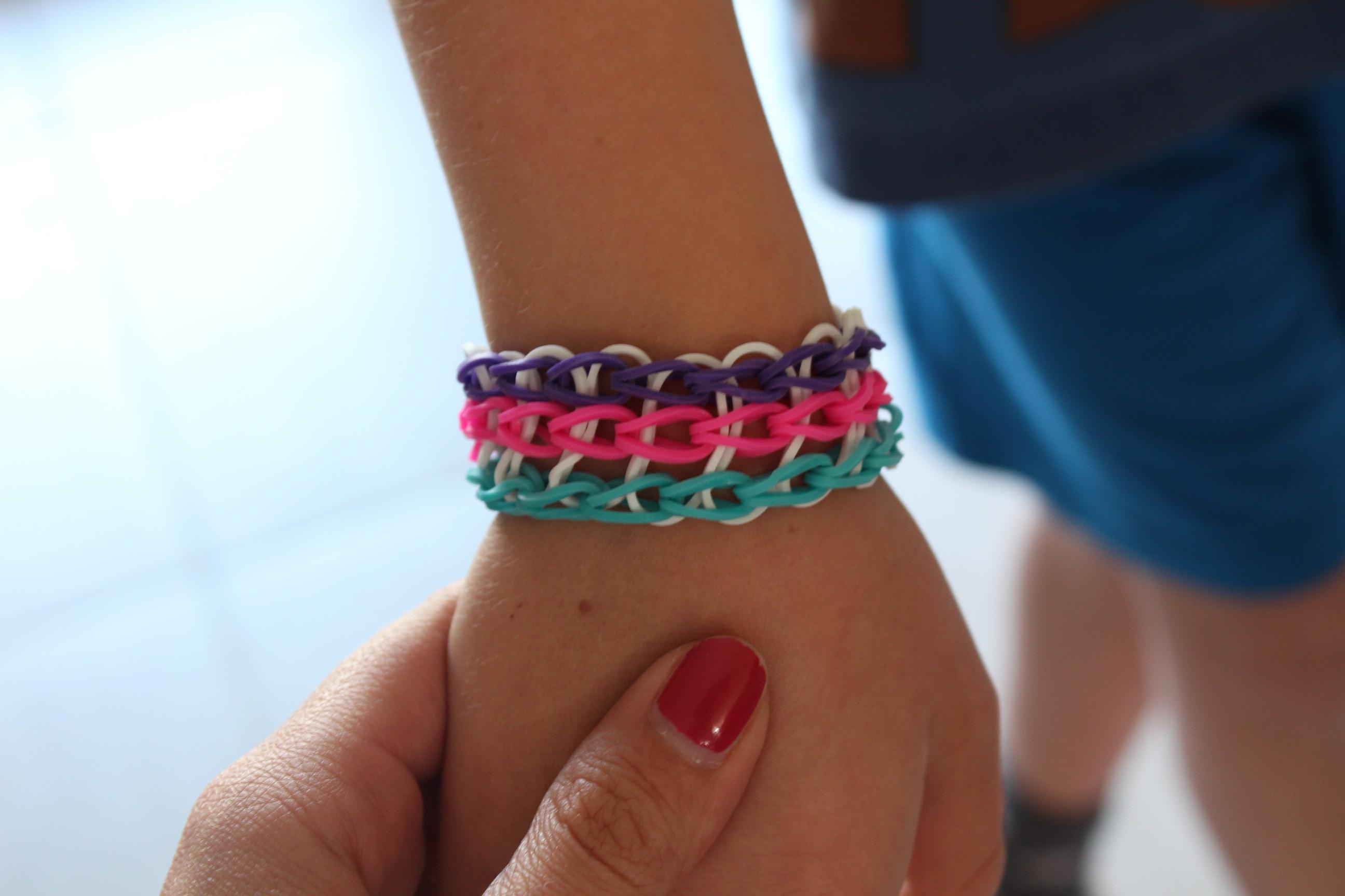 Faire des bracelets lastiques fashion designs - Faire des bracelets elastiques ...