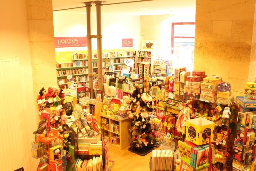librairie-comptines-livres-vente-magasin-boutique-enfant-jeunesse-bordeaux-tram-animation-lecture-atelier-jeux-conseil