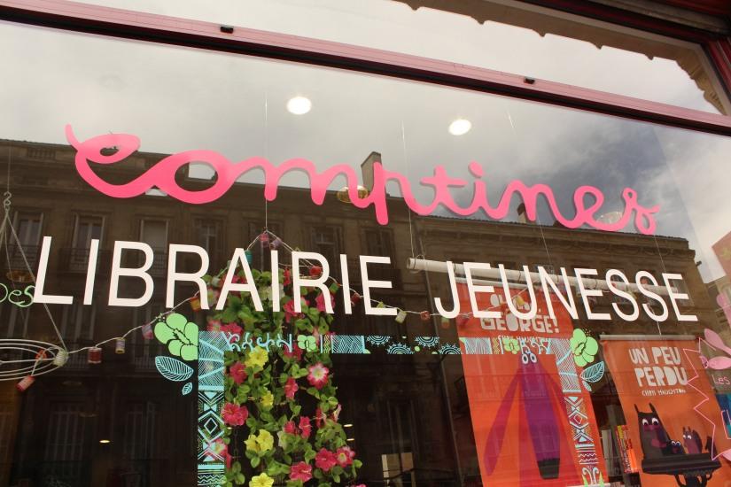 librairie-comptines-livres-vente-magasin-boutique-enfant-jeunesse-bordeaux-tram-animation-lecture-atelier-jeux-devanture-facade-vitrine