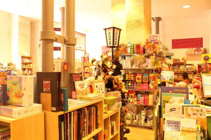 librairie-comptines-livres-vente-magasin-boutique-enfant-jeunesse-bordeaux-tram-animation-lecture-atelier-jeux-espace