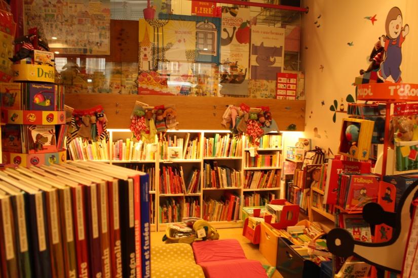 librairie-comptines-livres-vente-magasin-boutique-enfant-jeunesse-bordeaux-tram-animation-lecture-atelier-jeux-petits