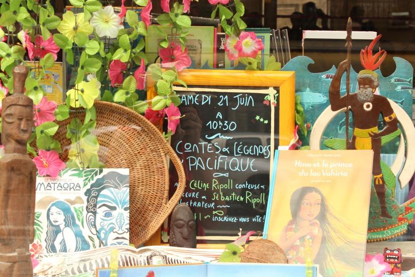librairie-comptines-livres-vente-magasin-boutique-enfant-jeunesse-bordeaux-tram-animation-lecture-atelier-jeux-planning-agenda-vitrine-decoration