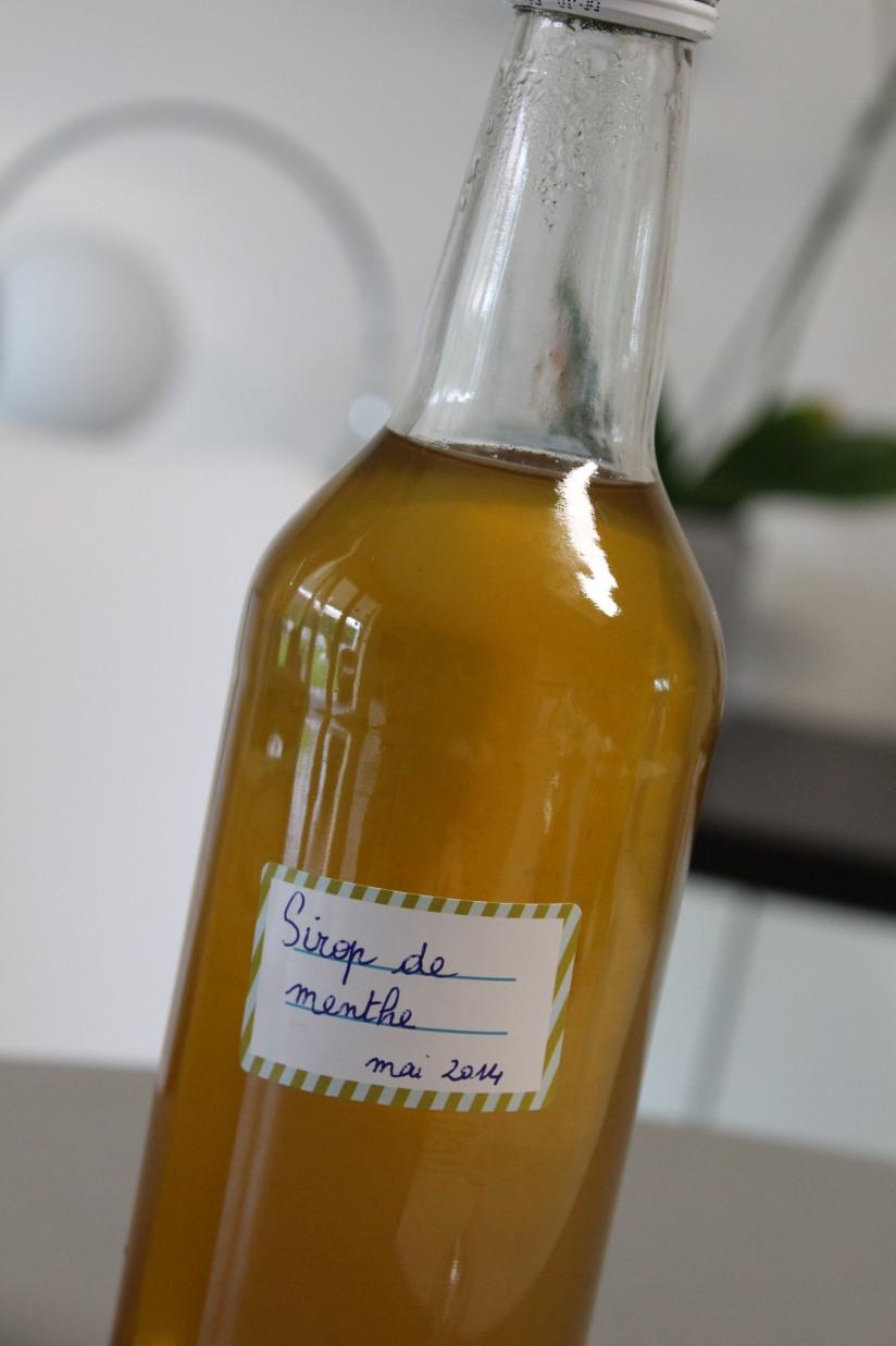 sirop-menthe-maison-bio-naturel-sucre-plante-bouteille-diy-cadeau-papa-etiquette-masking-tape