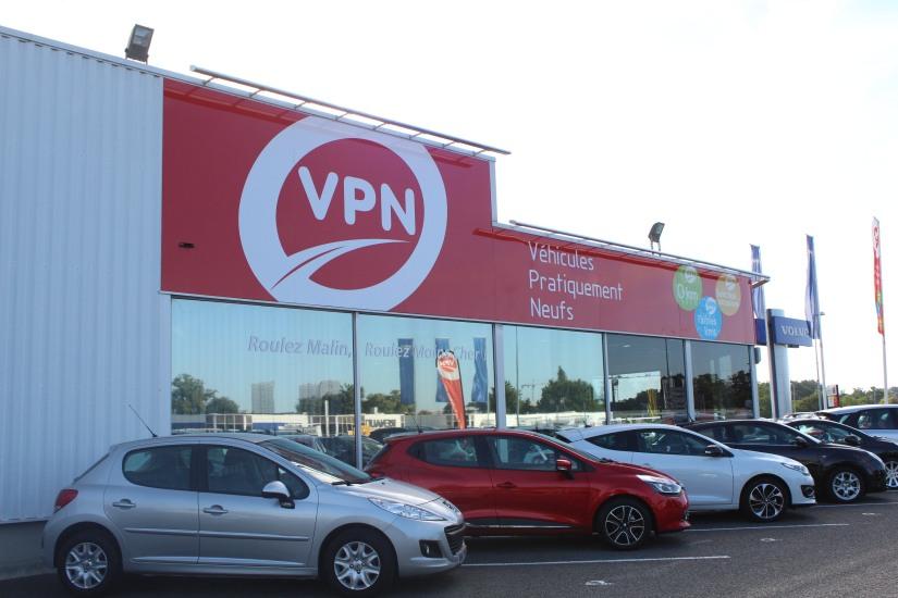 vpn-vehicule-pratiquement-neuf-voiture-service-enfant-accueil-achat-vente-bordeaux-devanture-enseigne-parking