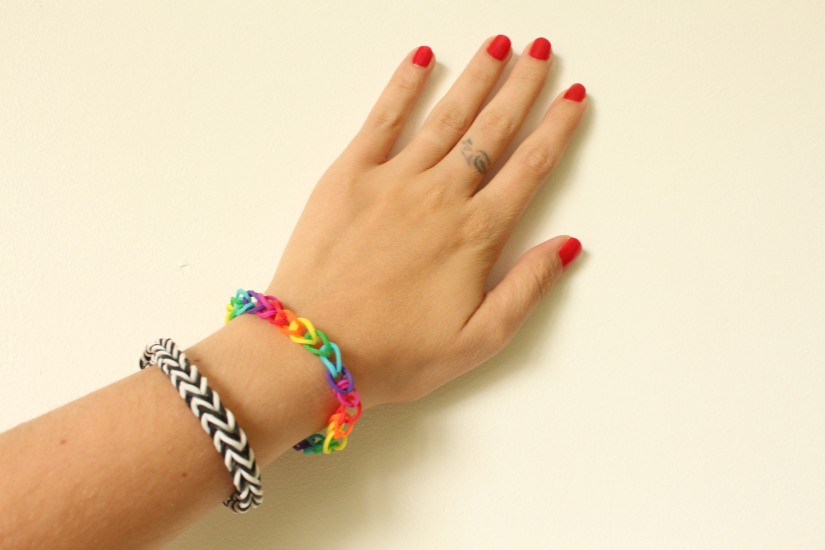 Crazloom-bracelet-elastique-rainbow-loom-noir-blanc-tricotin-metier-tisser