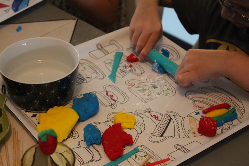 creadise-boite-bonbon-pate-modeler-comestible-gout-brochette-jeu-enfant-vacances-noel-anniversaire-atelier-creation-dinette-deco-jouet