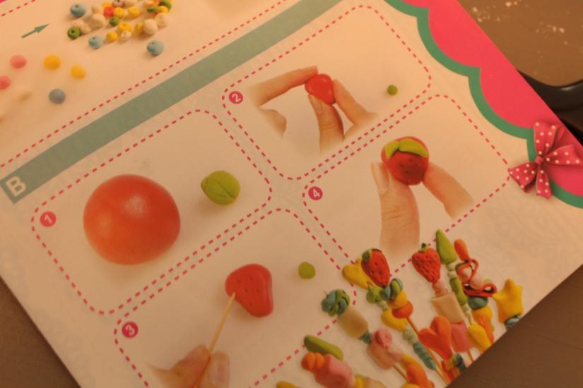 creadise-boite-bonbon-pate-modeler-comestible-gout-brochette-jeu-enfant-vacances-noel-anniversaire-atelier-creation-dinette-deco-mode-emploi-instruction-modele