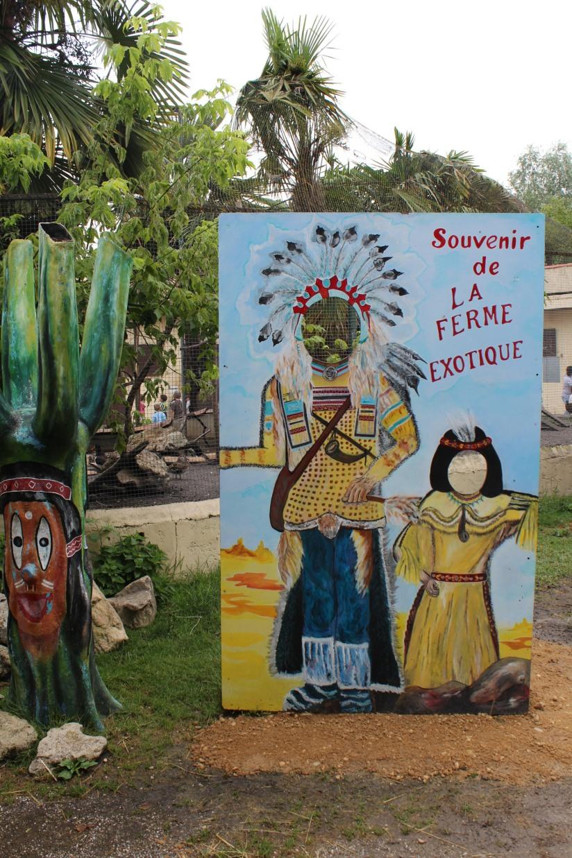 ferme-exotique-cadaujac-zoo-animaux-pedagogique-jeux-manege-petit-train-biberon-tetee-chevre-chameau-photo-souvenir-indien-western