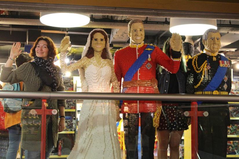hamleys-bus-stop-arret-lego-magasin-jouet-brique-famille-royale