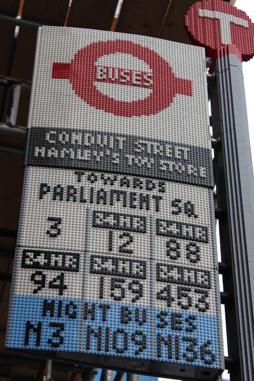 hamleys-bus-stop-arret-lego-magasin-jouet-brique-oxford-street