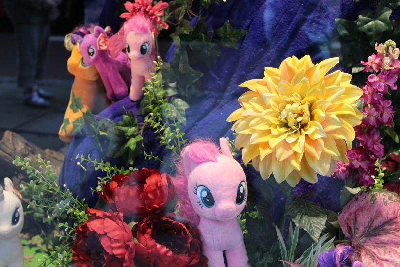 hamleys-bus-stop-arret-lego-magasin-jouet-brique-petit-poney-my-little-pony