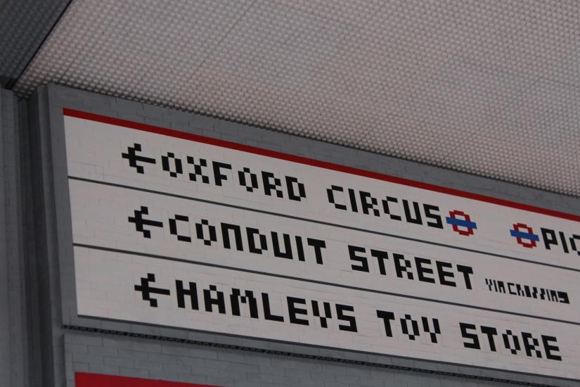 hamleys-bus-stop-arret-lego-magasin-jouet-brique-rue-autobus-imperial