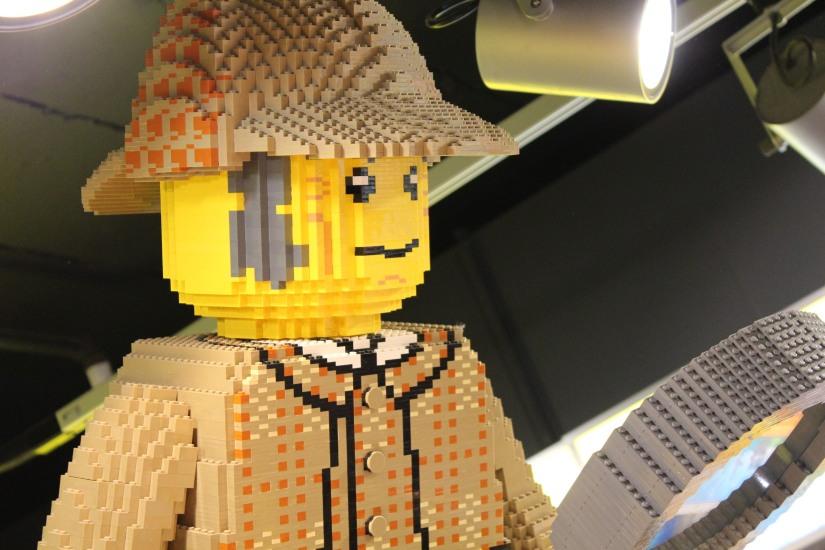 hamleys-bus-stop-arret-lego-magasin-jouet-brique-sherlock-holmes-enfant
