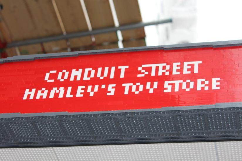 hamleys-bus-stop-arret-lego-magasin-jouet-brique