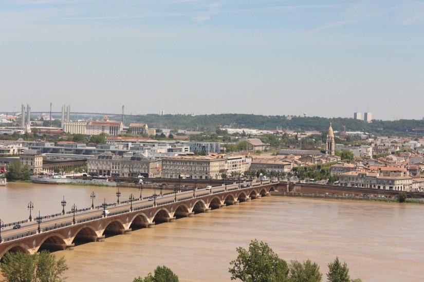 la-fleche-saint-michel-bordeaux-monument-vue-hauteur-panorama-photos-balade-visite-touristique-city-pass-rive-droite-pont-pierre-port-lune